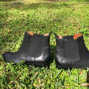 NWOT Frye Chelsea Boots